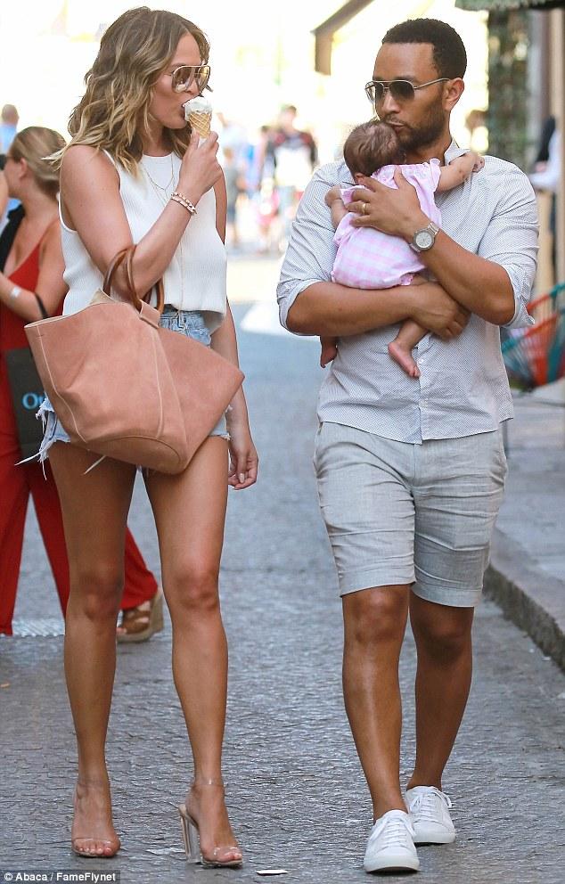 realmomster chrissy teigen postpartum