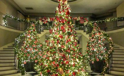 KOURTNEY KARDASHIAN KNOWS HOW TO DO CHRISTMAS