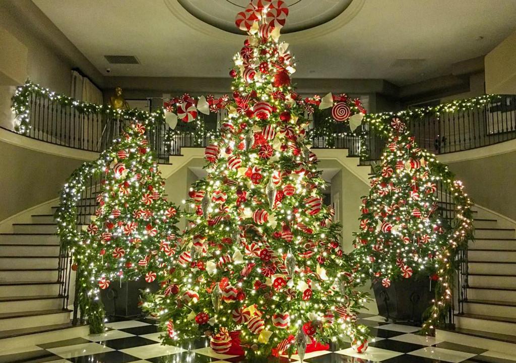 KOURTNEY KARDASHIAN KNOWS HOW TO DO CHRISTMAS - Online Mag